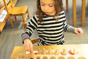 girl matching blocks