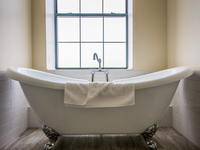 King Suite deep soaking, claw-foot tub