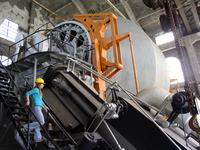 World's largest steam hoist   Photo-C. Eshbach