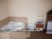 Luxury Suite - Two Person Whirlpool/Hot Tub